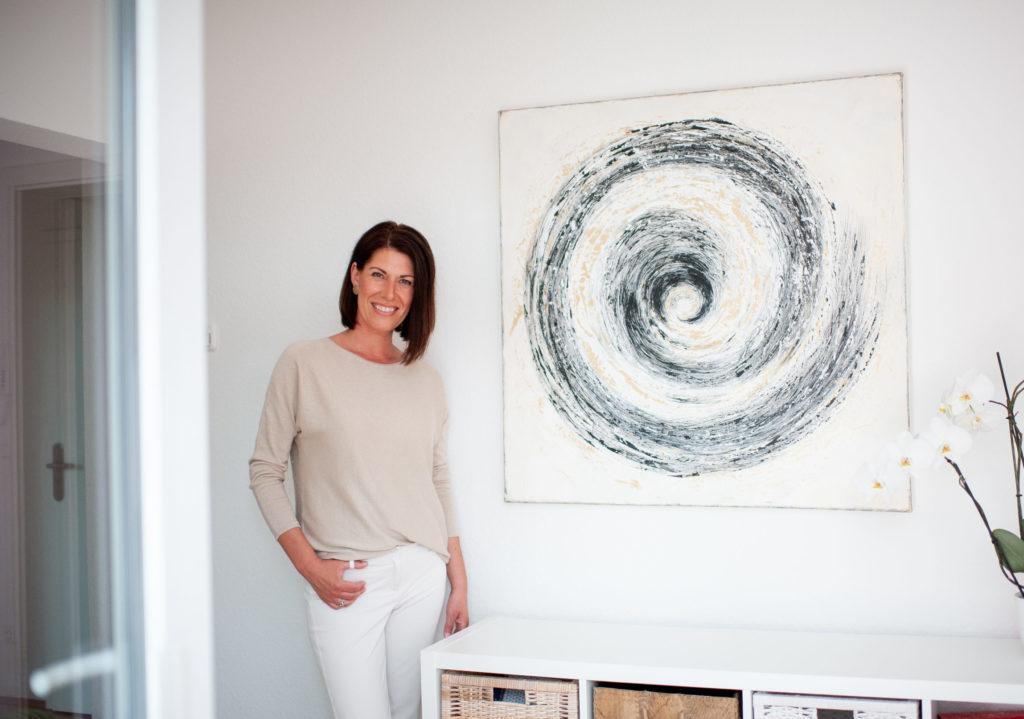 Andrea Lawlor in Ihrer Praxis in Essen sorgt für neue Orientierung und inneren Kompass